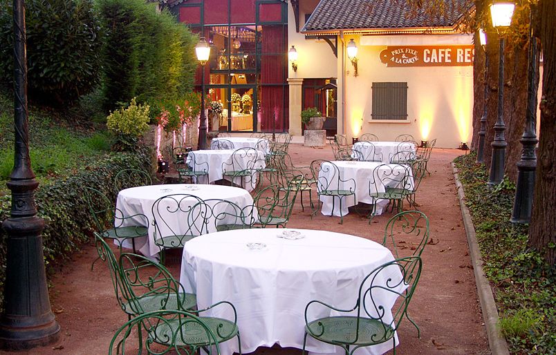 terrasse_paul_bocuse_abbaye_collonges_tribuohayon