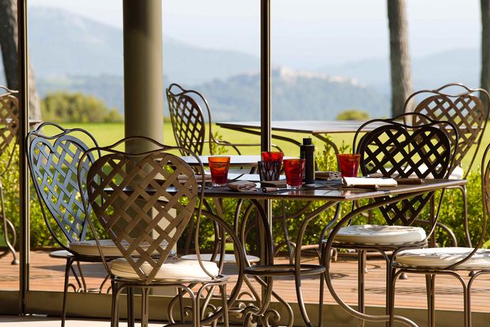 terrasse_restaurant_montecristo_hotel_castellet_christophe_bacquie_tribu_ohayon